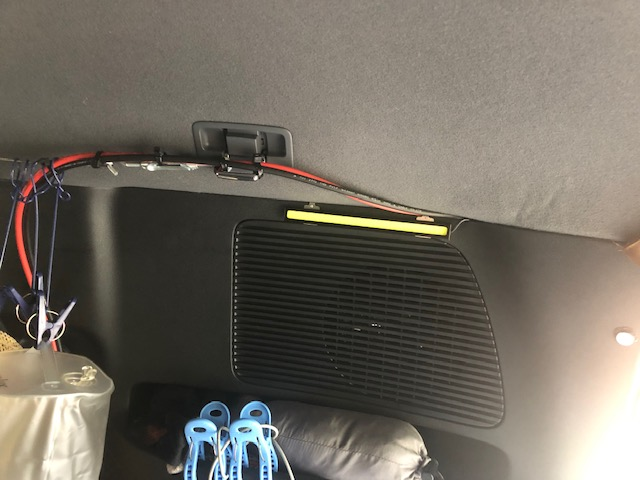 車内の配線1
