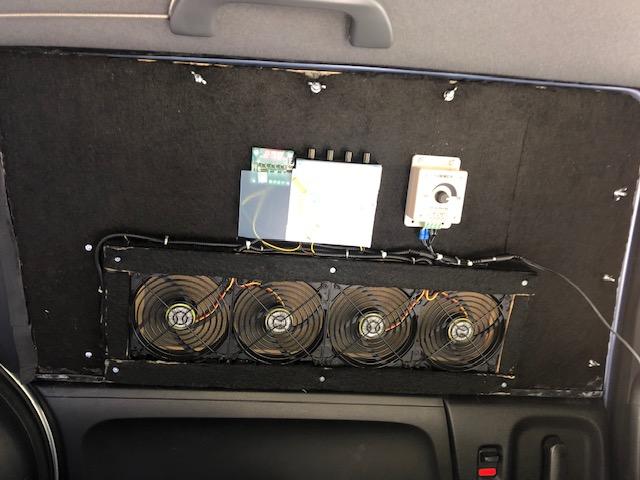車中泊用換気扇完成1