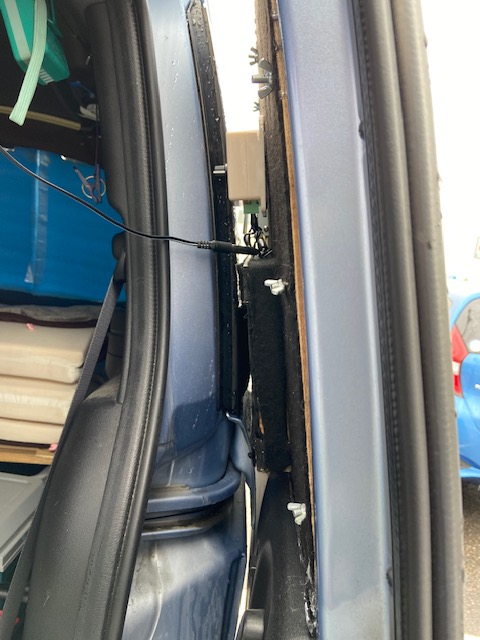 スライドドアと車体の隙間