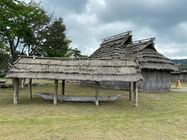 無料で入れる公園には復元された建物がたくさんありました