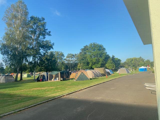 道路向かいにはキャンプ場もあります
