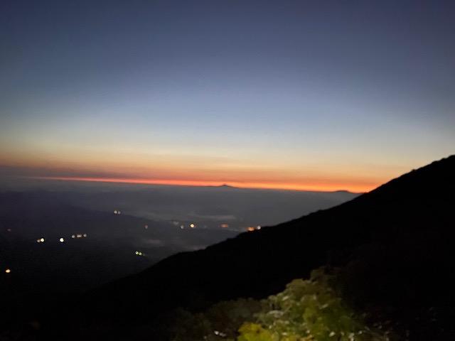 登ること2時間日の出が近くなりました