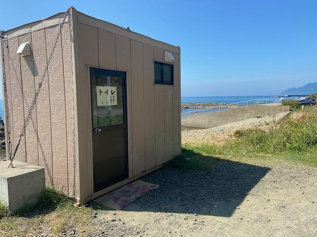 ここにはトイレや無料駐車場もあります