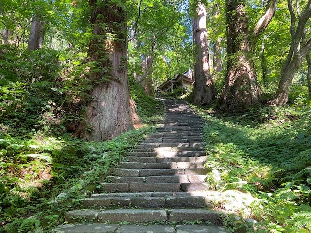 そろそろ到着かなと思う事4回、50分くらい階段を登ると到着です