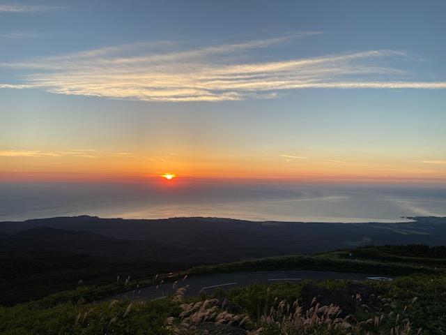 鳥海山登山口には夕陽を撮影する方や暑さを逃れてきた旅行者で賑やかでした