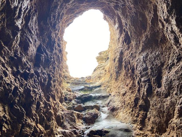 こんなトンネルの階段も登りながら