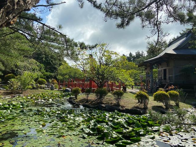 お社と庭が調和していてきれいでした