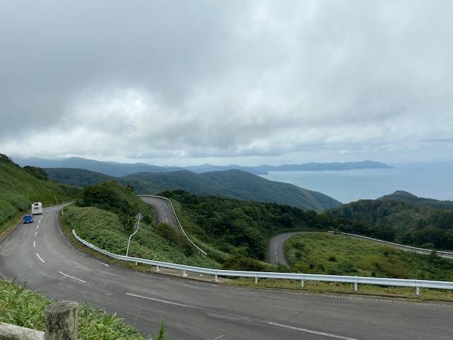 竜飛岬の途中の峠に眺望台からの景色、結構きつい坂を登ります