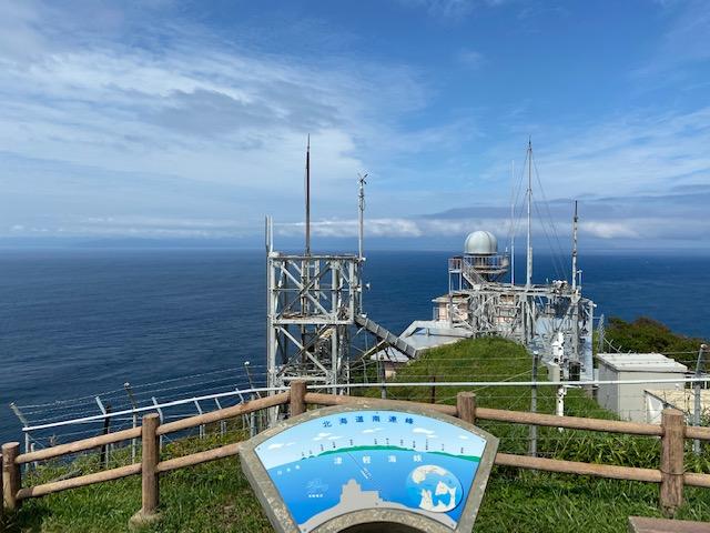 竜飛岬の先端です、向こうに北海道が見えます
