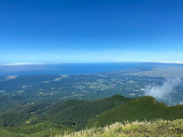 山頂からは北海道や鳥海山や岩手山が見えました