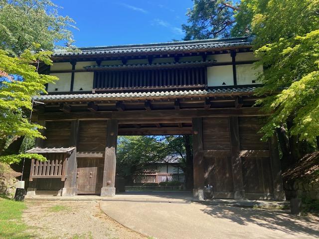 この門も当時の建物です