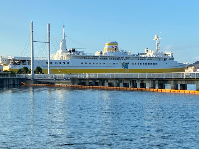 ワ・ラッセの外に出ると青函連絡船が展示されてます