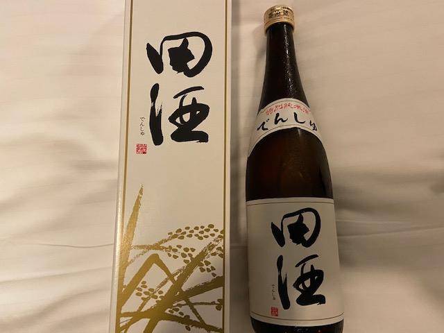 お土産屋さんで田酒を買います