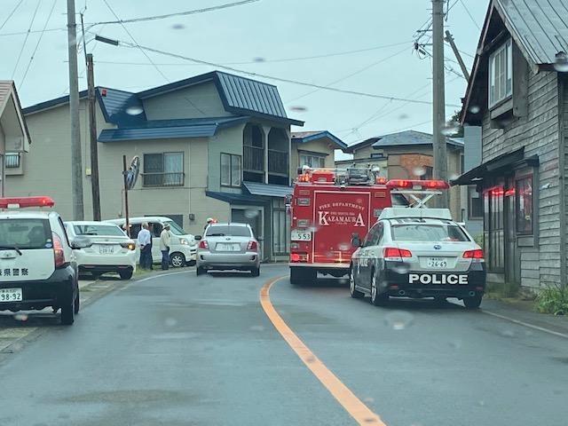 大事には至らず良かったのですが警察車両が道を塞ぐ