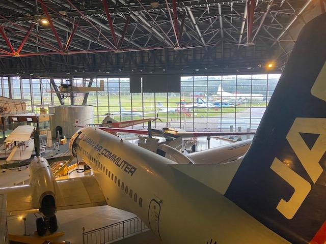 建物の中にも、外にもたくさんの飛行機が展示されてます