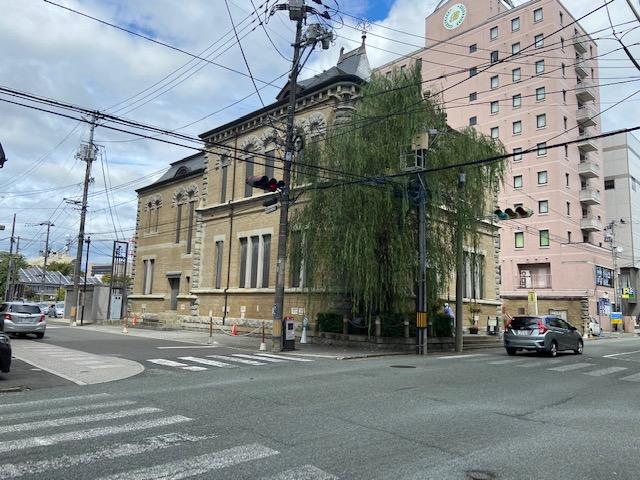 もりおか啄木・賢治青春館へ、建物は旧九十銀行本店本館で重要文化財