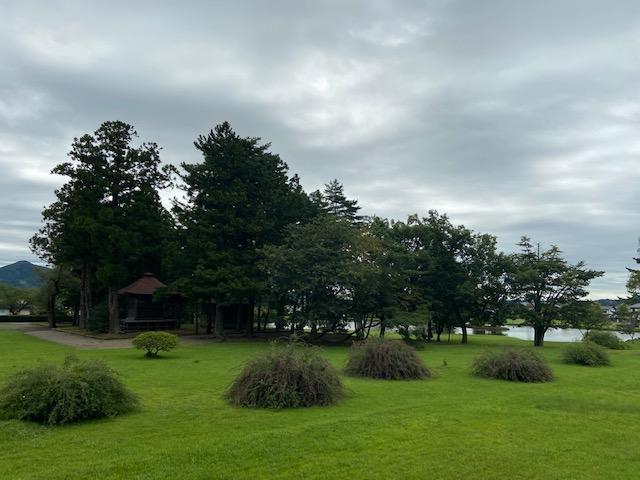毛越寺の手前に観自在王院跡があります