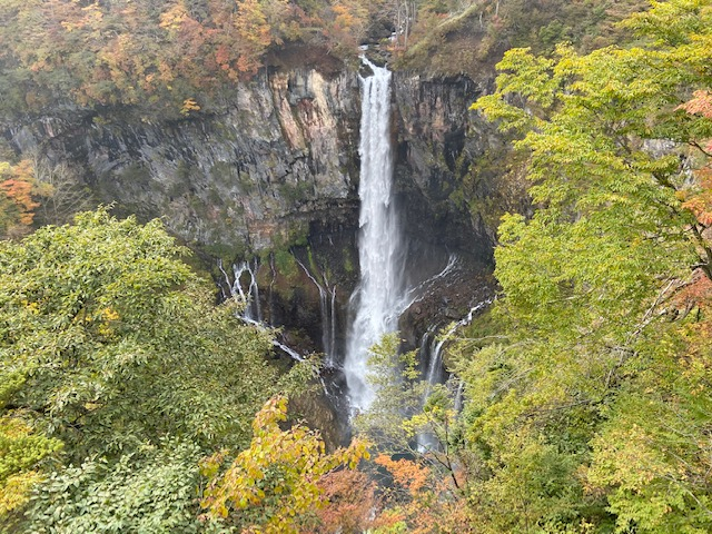 まずは華厳の滝です、ここから紅葉が見頃です