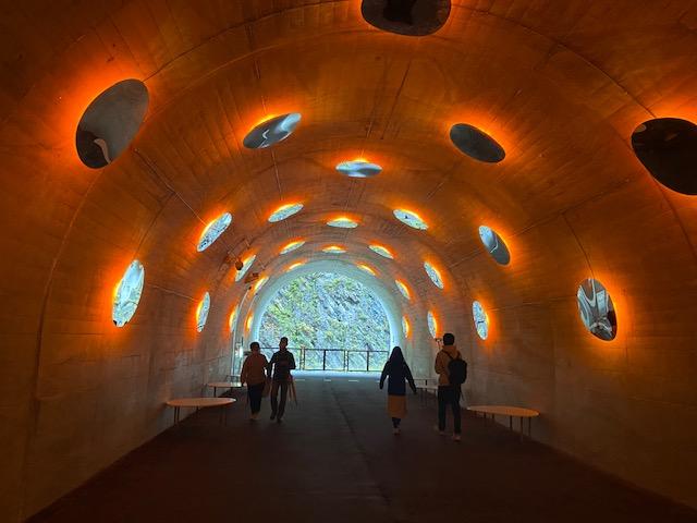 次はトンネルのライトアップが