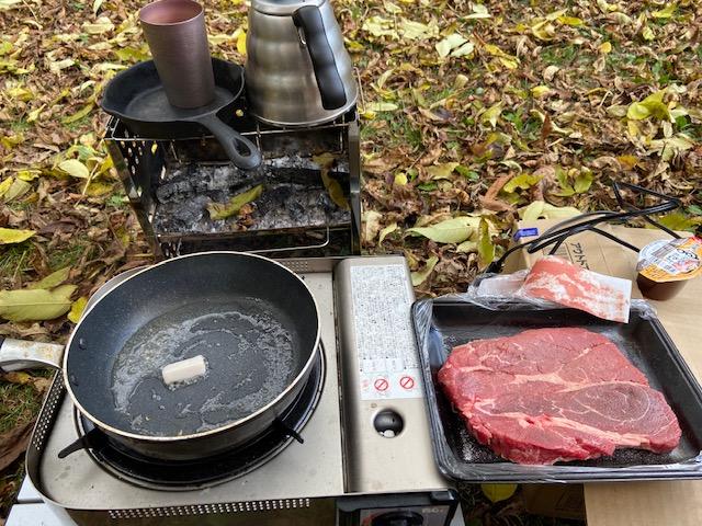 昼ご飯は安売りのアメリカ産の肉を焼きます