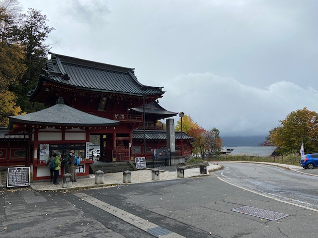 中禅寺湖の畔の日光山中禅寺(立木神社)