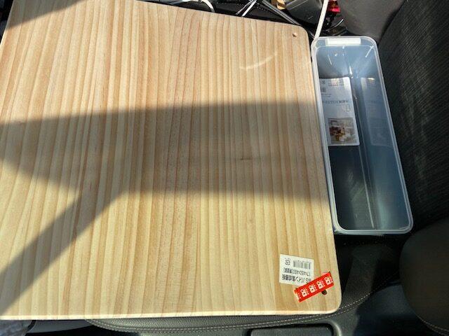 助手席テーブル用の板と調味料入れ