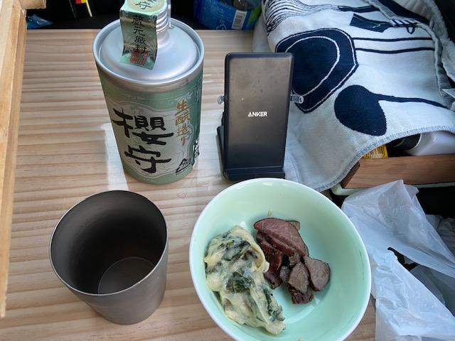 晩酌は道の駅なんぶの酒と富士川の馬肉とちちぶのわさび漬け
