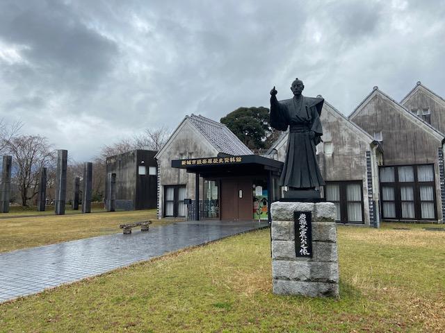 設楽原歴史資料館は3月末まで休館でしたが駐車場は開けてくれてました