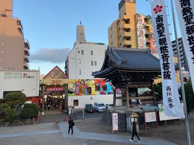横を見ると大須商店街の入り口があります