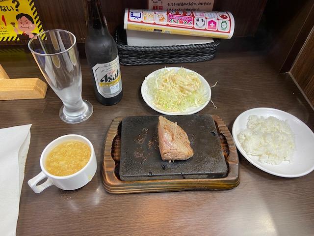 赤身100gセット800円(ビールを除く)