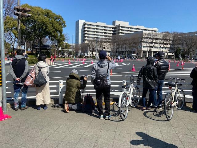 名古屋城前でマラソンを見る人々はダウン比率が高いです