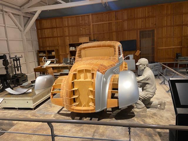 初の国産自動車の試作の様子
