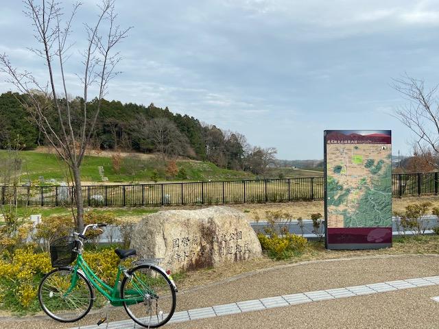 スタートはキトラ古墳のある公園です、ここでもうアシスト自転車にしとけばと後悔