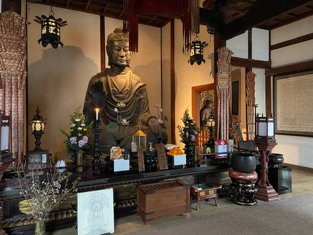 飛鳥寺の大仏(有料300円)
