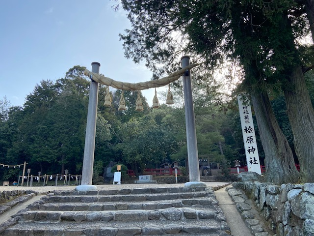 最初に行った桧原神社、地元の方が次々に参拝にいらしてます
