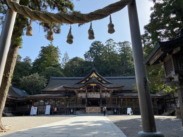 大神神社に1時間かけてつきました、立派な神社です何せ三輪山が境内みたいなものですからね