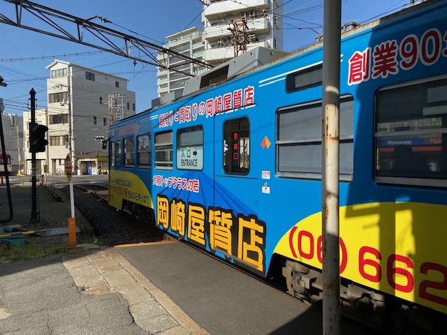 普通の電車の様に走ったり、路面電車だったりの珍しい電車です