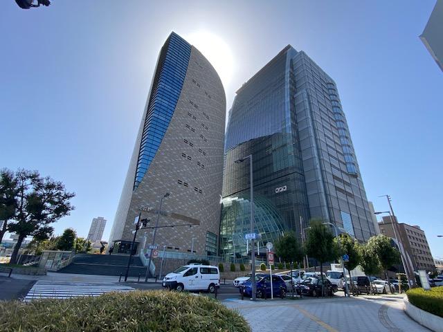 大阪歴史博物館とNHKの建物は難波宮遺跡の上に立っていて地下1階が遺跡で地下2階が駐車場