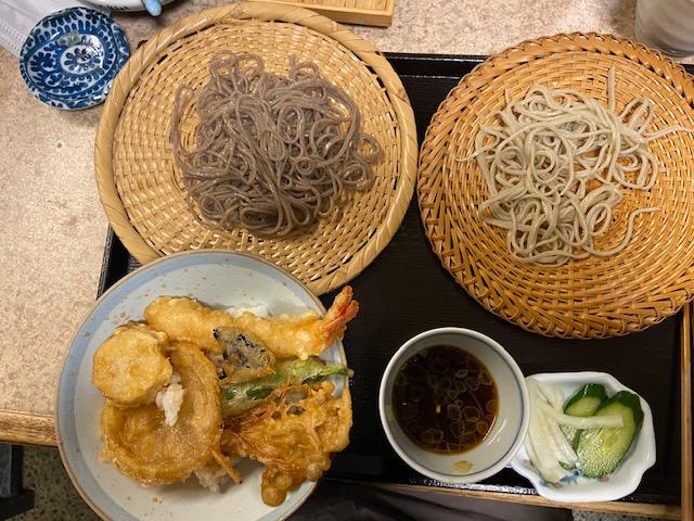 「八幡そば」さんのランチはミニ天丼と鹿児島の蕎麦と茨城の蕎麦で900円