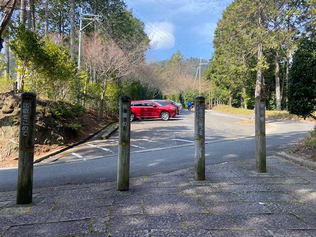 着いたと思ったら延暦寺に登る道の駐車場でした