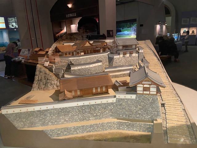 安土城関係の展示室には模型や映像資料などで安土城がわかりやすくなってます