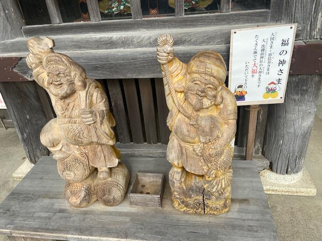 大黒さんと恵比寿さんをしっかりさわってきます