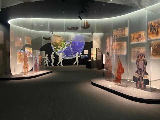 原始時代から現代まで5つの展示室があります