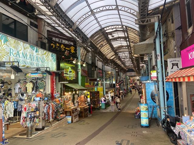 雰囲気は大阪の黒門市場や鶴橋に似てますね