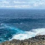 人生で初めて見る水色の波