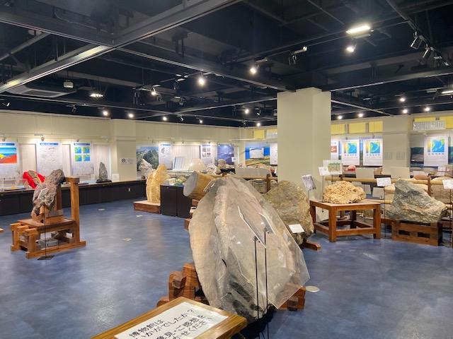 石の博物館の写真を撮ってiPhoneが電池切れ