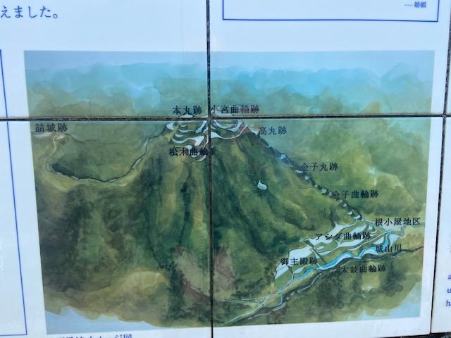 下から頂上の本丸跡まで2.2kmの登山道です
