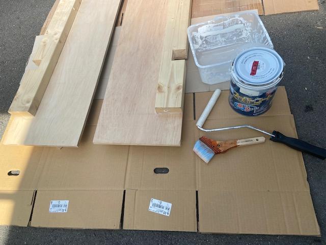 シーラーが乾いたらこちらの内側と下側になる部分を塗装します