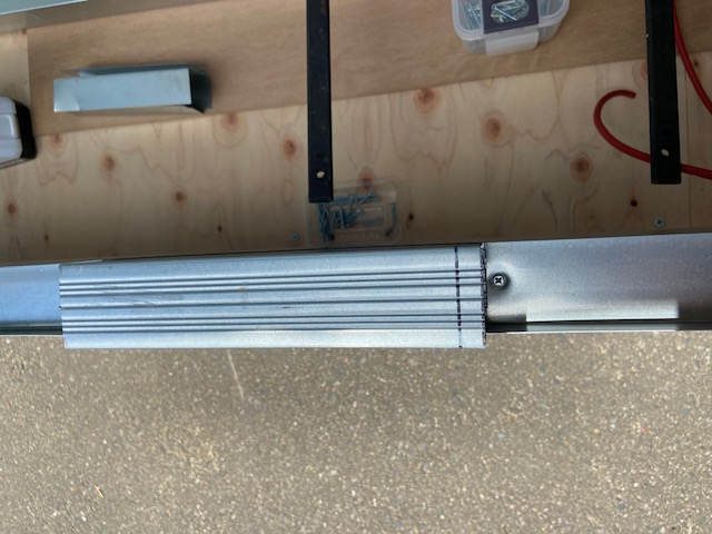 20cm間隔を測る角スタッドの端材