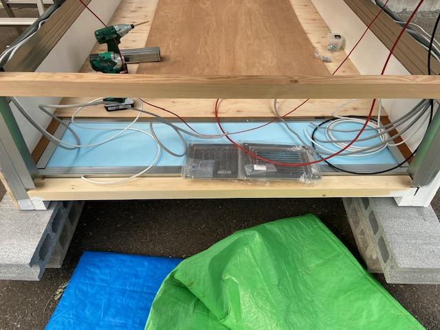 断熱材が見えてるとこがサブバッテリーシステムの場所